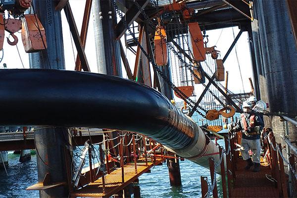 海底管工事