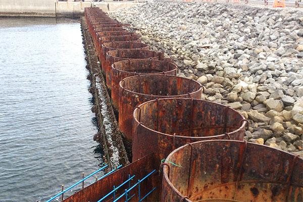 横浜港本牧地区岸壁工事